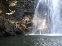 A guy pre-belly flop